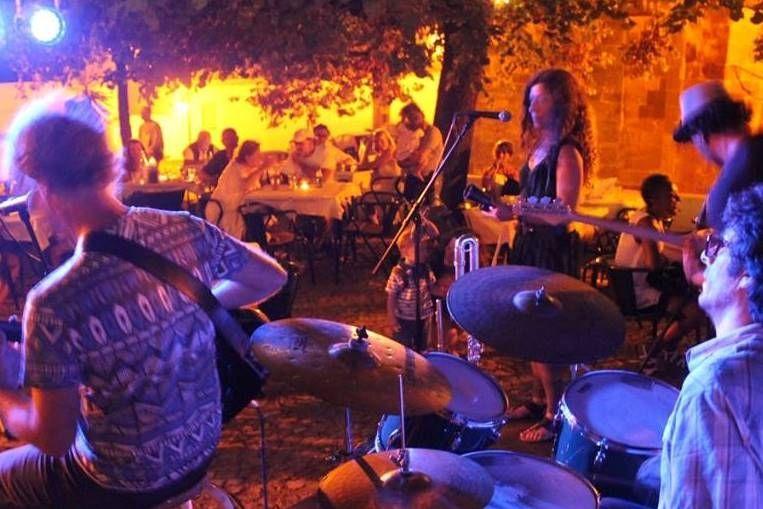 Music at Café Inglês