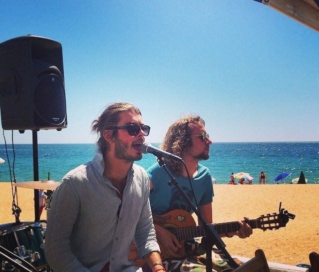 Music on the beach at BJ
