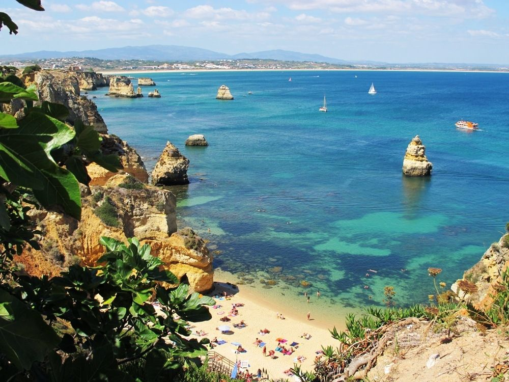Discover the beauty of the Algarve coastline