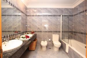 Algarve Senior Living, sample bathroom