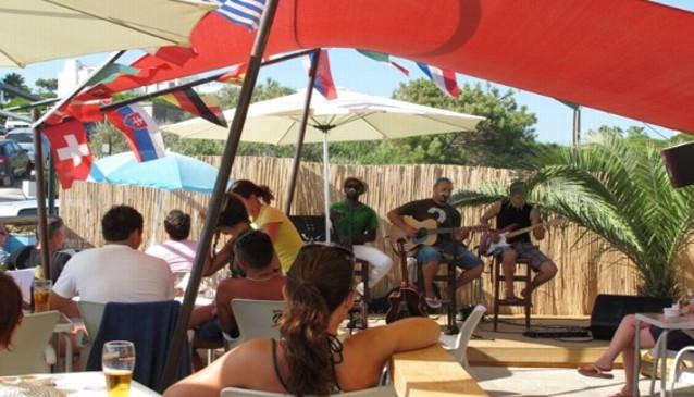 Fins Restaurant and Beach Bar