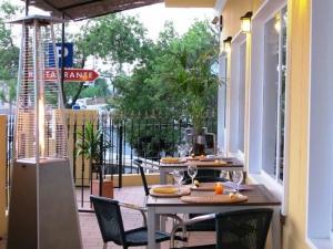 Lennon's Restaurant and Bar, Almancil