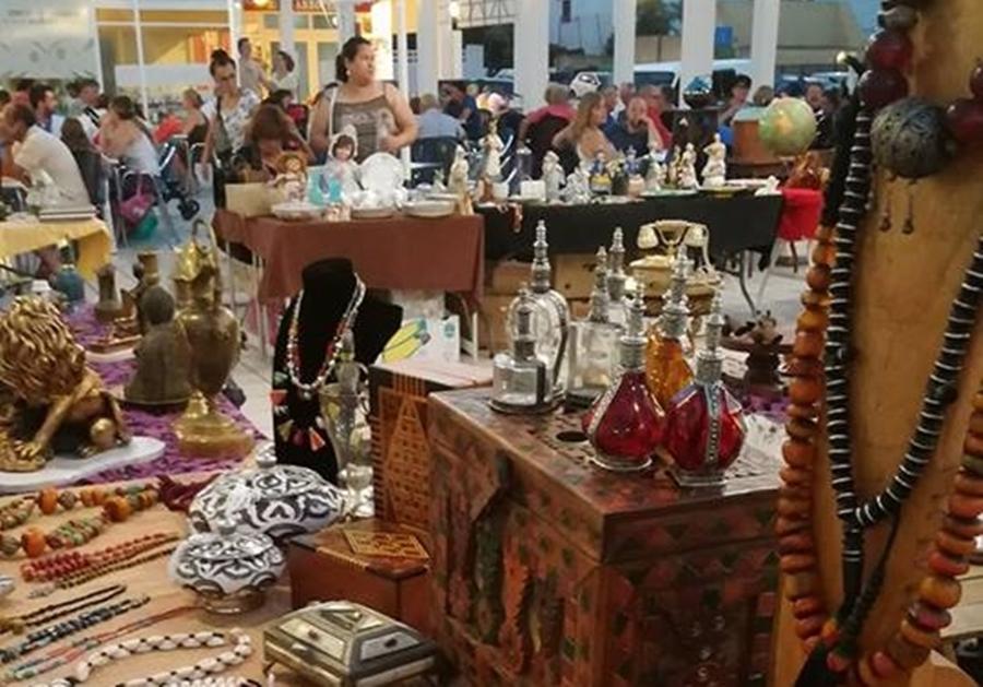 Mercado Nocturno De Antigüedades/Night Time Antique Flea Market