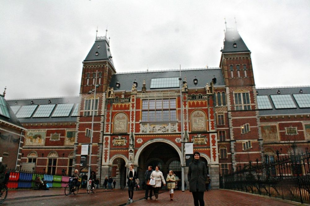 Ashley in front of the Rijksmuseum