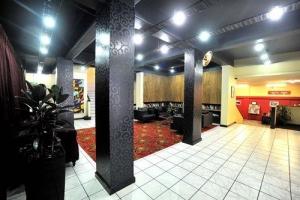 Kiwi International Hotel Lobby
