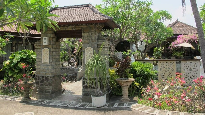 Balinese gate at Bali Taman Resort