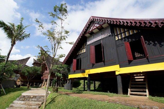 Colouful island home rebuilt in Bali