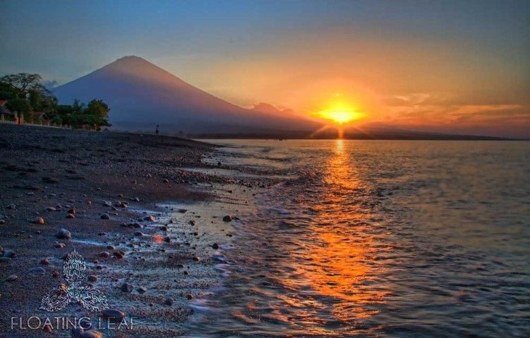 Mt. Agung sunset by M. Doliveck
