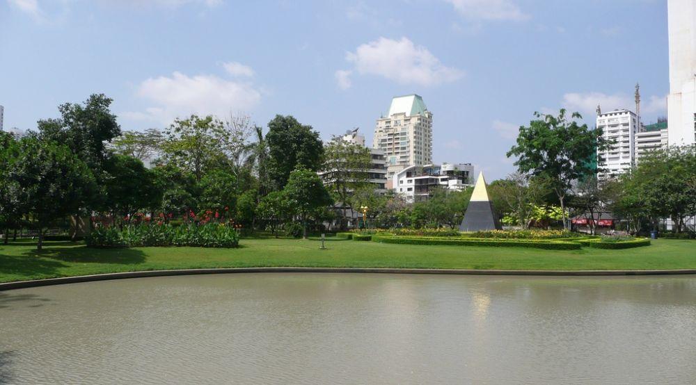 Benjasiri Park by Krishan Shah