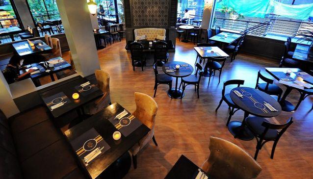 Aston Restaurant & Bar