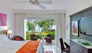 Elegant Hotels - Crystal Cove