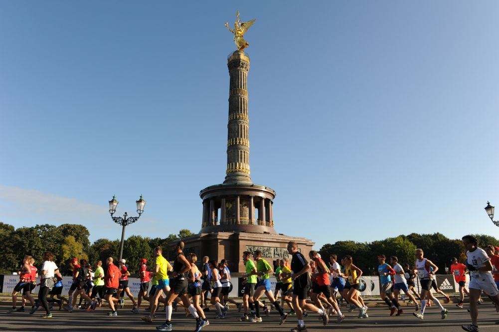 Runners at the Victory Column