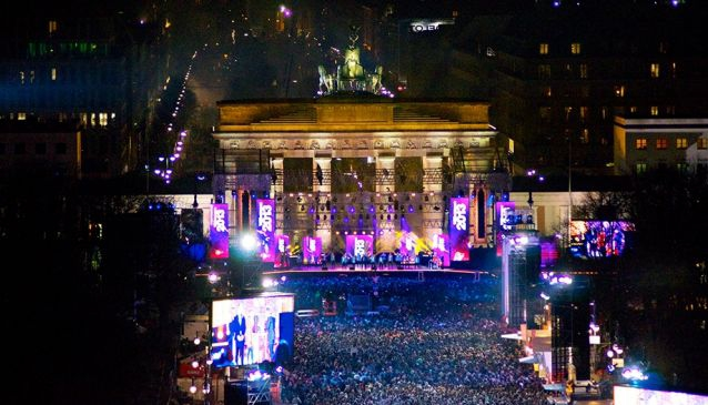 Free open air party at the Brandenburg Gate