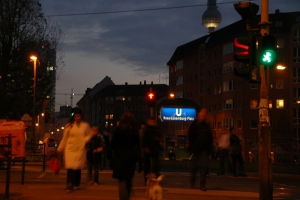 Ampelmann at night