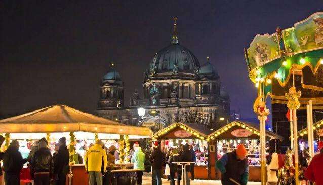 Nostagischer Weihnachtsmarkt am Opernpalais Market