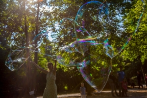Bubble artist in Berlin Park