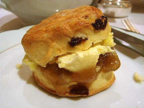 Cream tea. (By acme http://www.flickr.com/photos/acme/1237731573/)