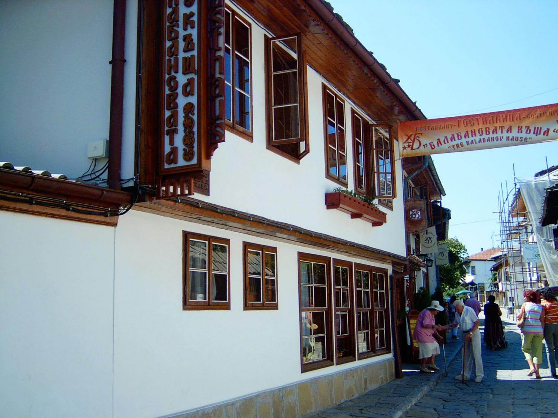 Art and Artistic Spirit in Dyado Nikola Square