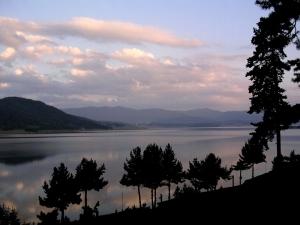 Batak dam by Stanley Furlonger