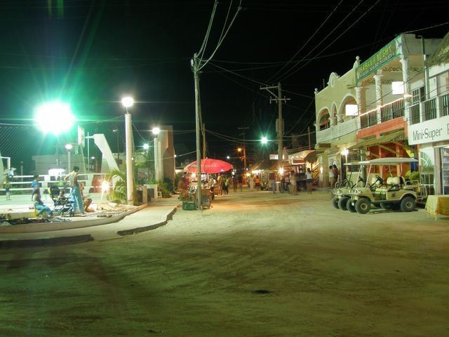 Url: http://islaholboxrealstate.mex.tl/photo_903667_Holbox-de-noche.html