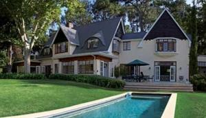 Montrose Manor