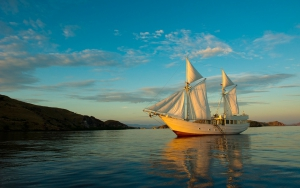 Alexa, the Ultimate Luxury Charter Yacht In Indonesia sailing the Komodo Islands, Moyo and Bali