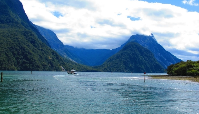 Exploring Milford Sound by Bus, Boat & Plane