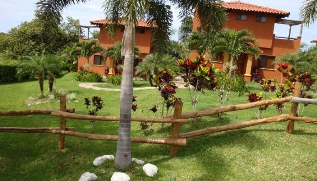 Iguanazul Hotel and Condo's
