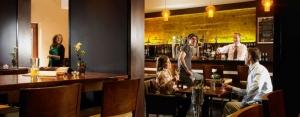 Camden Court Hotel - C Central Bar