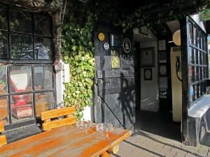 Johnnie Fox's - Entrance