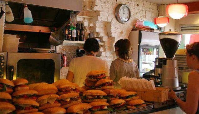 Junior's Deli & Café