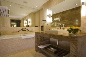 Radisson Blu Royal Hotel Dublin - Suite Bathroom