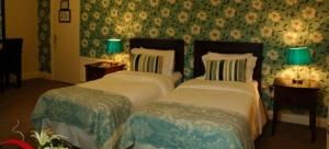 Uppercross House Hotel - Twin Room