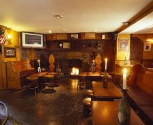 Uppercross House Hotel - Mother Reilly's (Bar)