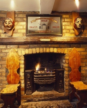 Uppercross House Hotel - Mother Reilly's (Bar Fireplace)