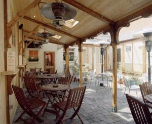 Uppercross House Hotel - Mother Reilly's (Heated Beer Garden)