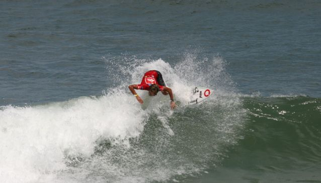 Surfing in Ecuador - photo credits: Ministerio de Turismo