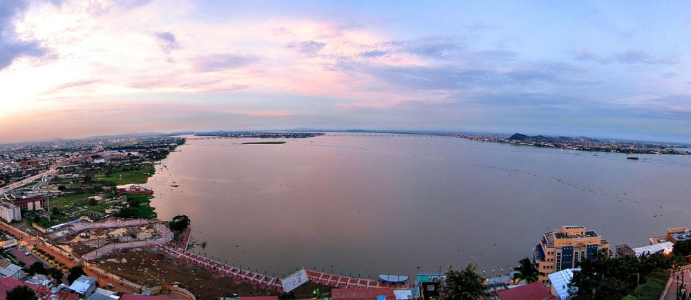 Guayaquil panorama (photo credits: Andrew Magill)