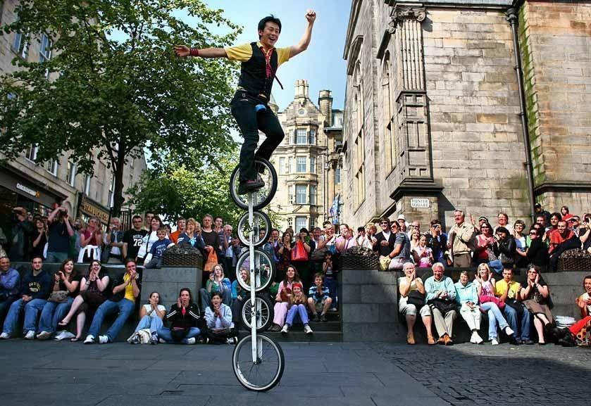 Edinburgh Festival Street-Performer