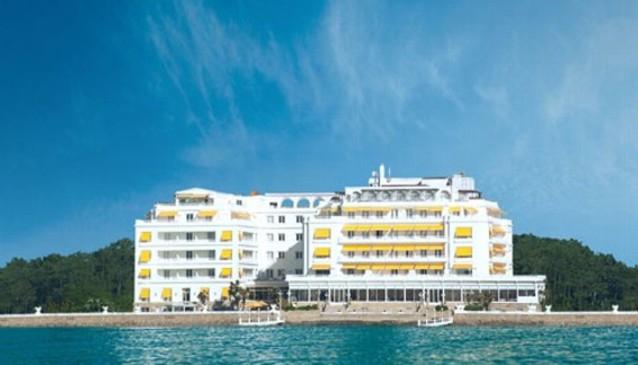 Gran hotel la toja in galicia my guide galicia for Hotel luxury la toja