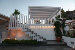 Veranda's entrance