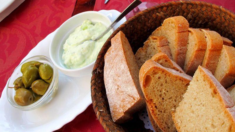 alioli and bread