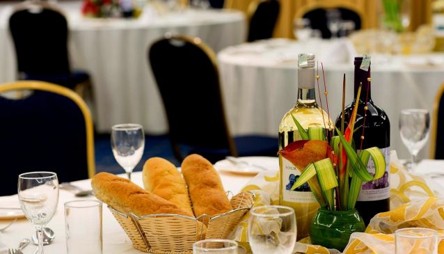 Seasons Restaurant - Heron Portico Hotel