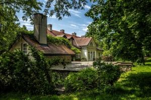 Dwor w Tomaszowicach (Tomaszowice Manor)