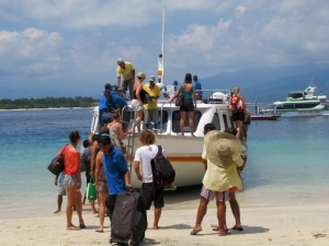 Tourists boarding the fastboat on Gili T
