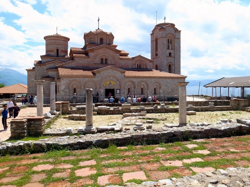 Plaoshnik and Church of St. Panteleimon (photo by: George Redgrave ©)