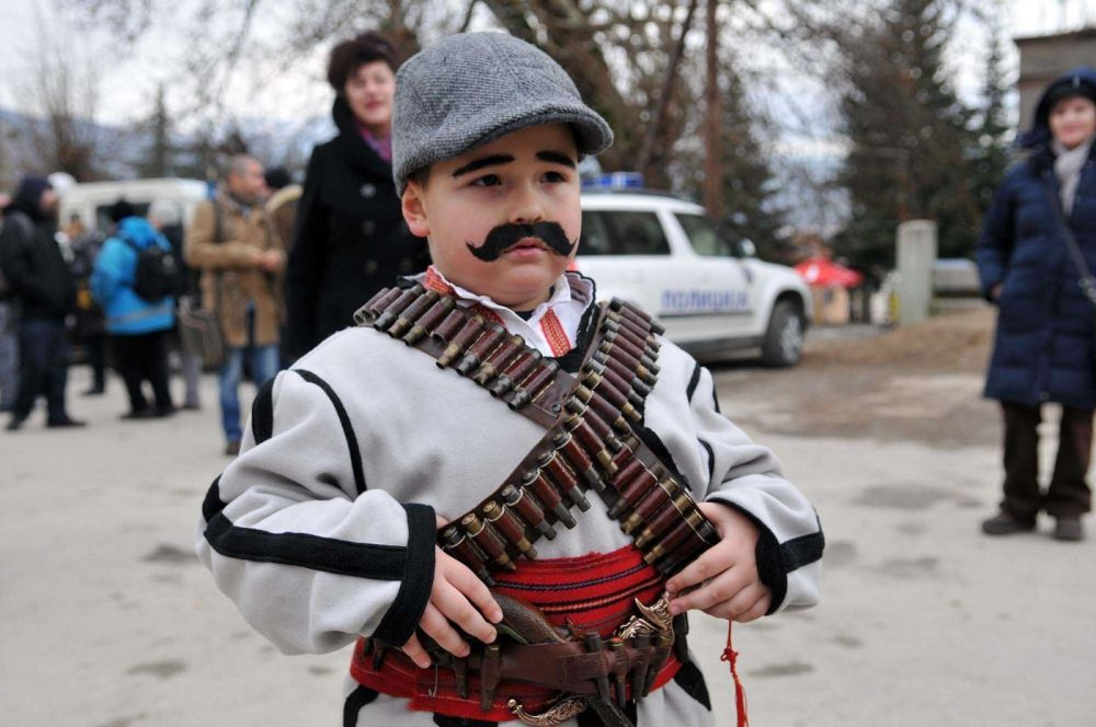 A kid poses as a Macedonian Vojvoda (Photo by: Municipality of Vevcani)