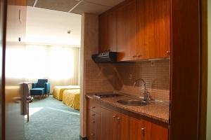 Twin room + kitchen