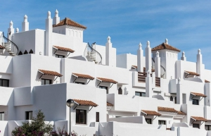 2 Bed Apartment for sale in Estepona - €178,000