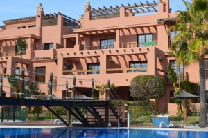 2 Bed Apartment for sale in Estepona - €250,000